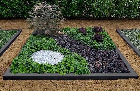 grabbepflanzung bodendecker pflegeleichte grabbepflanzung tipps und ideen grabbepflanzung. Black Bedroom Furniture Sets. Home Design Ideas